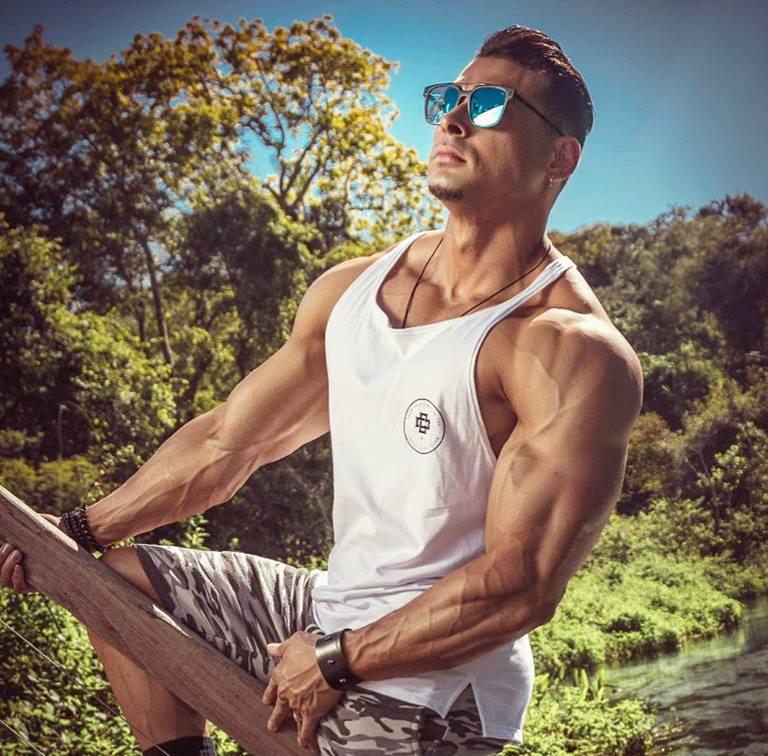 Felipe Franco instagram - athletesphysiques.com
